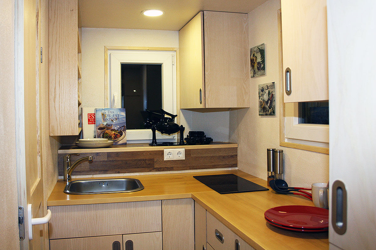 rolling tiny house m blierung in esche echtholzfurnier. Black Bedroom Furniture Sets. Home Design Ideas