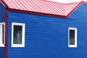 Außenfassade Stülpschalung lackiert