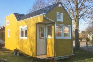 Rolling Tiny House in schwedengelb